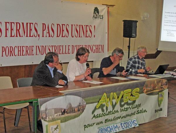 À la tribune Alexis Rouget membre du CA, Johannie Faillie Trésorière, Didier Melet Vice-Président et Jean-Michel JEDRASZAK Président