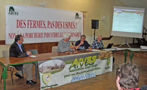 Au centre, Jacques Flandrin, responsable local de Terre de liens